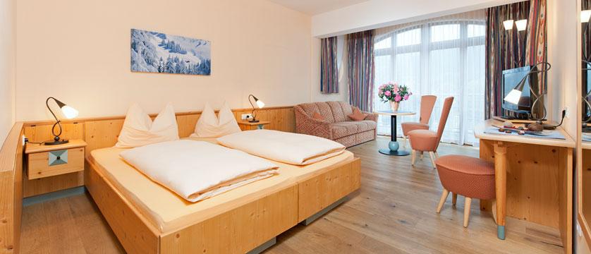 Hotel Schweizerhof, Kitzbühel, Austria - bedroom.jpg